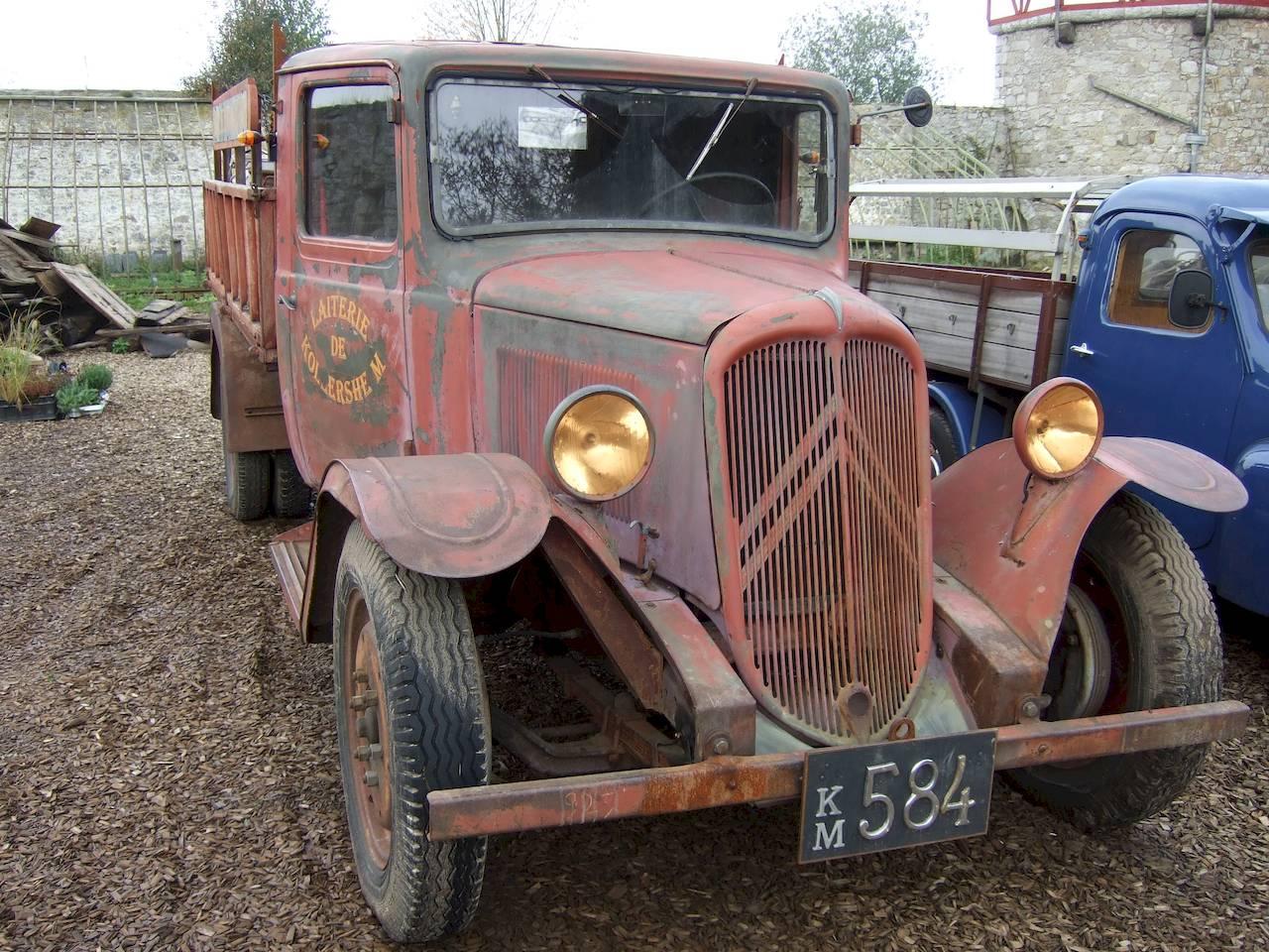 Truck old Citroen car