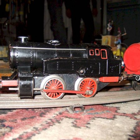 Mechanical battery toy train