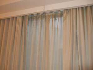 Manual light curtain, metal rod
